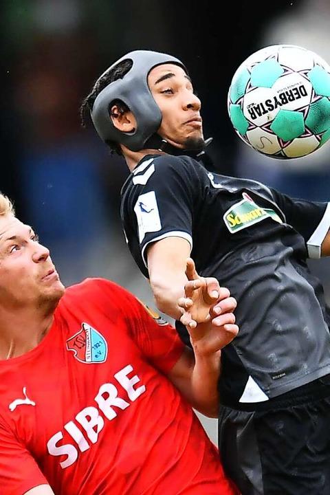Kevin Schade wurde in der zweiten Halb...e sich mit Kopfschutz den Zweikämpfen.  | Foto: Achim Keller