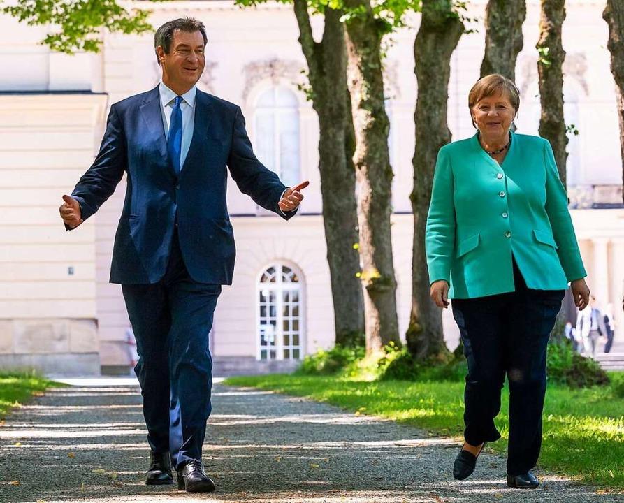 Kanzlerkandidat Markus Söder mit Bundeskanzlerin Angela Merkel.  | Foto: PETER KNEFFEL (AFP)