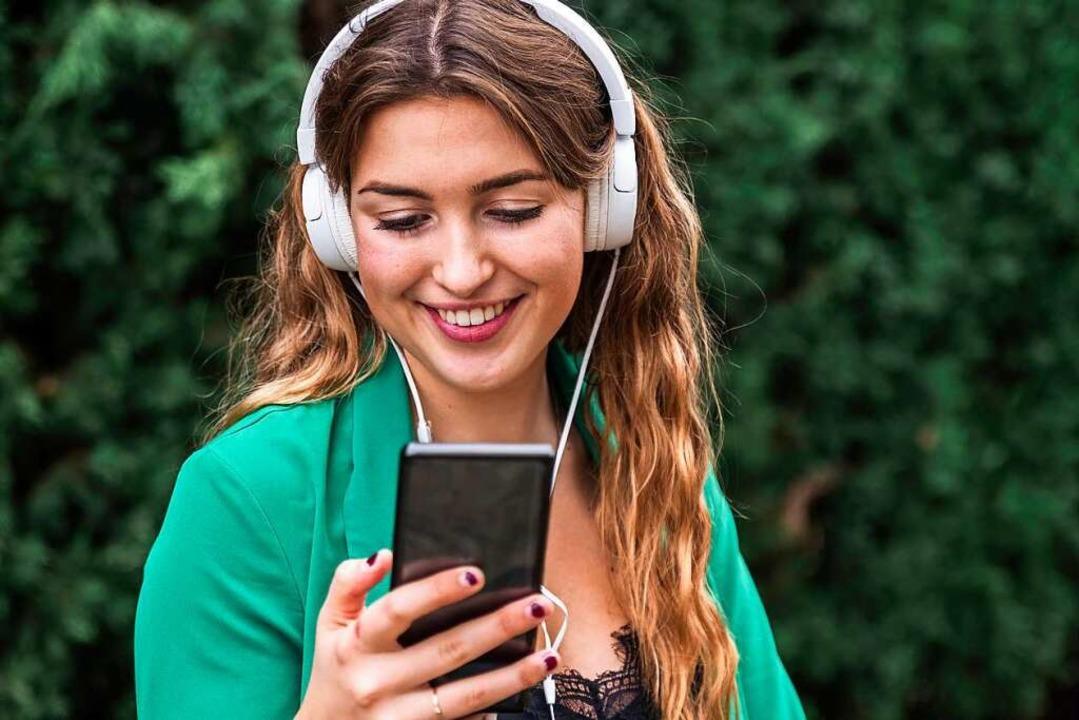 Das Handy ist aus dem Alltag nicht mehr wegzudenken.  | Foto: Julio Rodriguez via www.imago-images.de