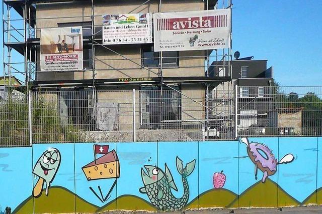 Farbenfrohe Mauer in Munzingen