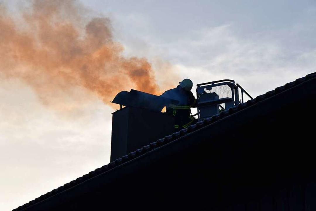 Dieses Foto entstand bei einem Brand in Titisee-Neustadt.  | Foto: Martin Ganz
