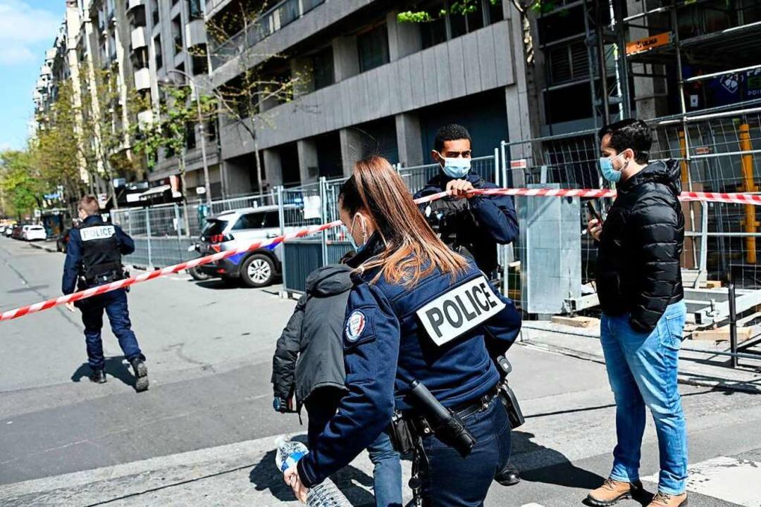 Die Polizei sperrte den Tatort ab.  | Foto: ANNE-CHRISTINE POUJOULAT (AFP)