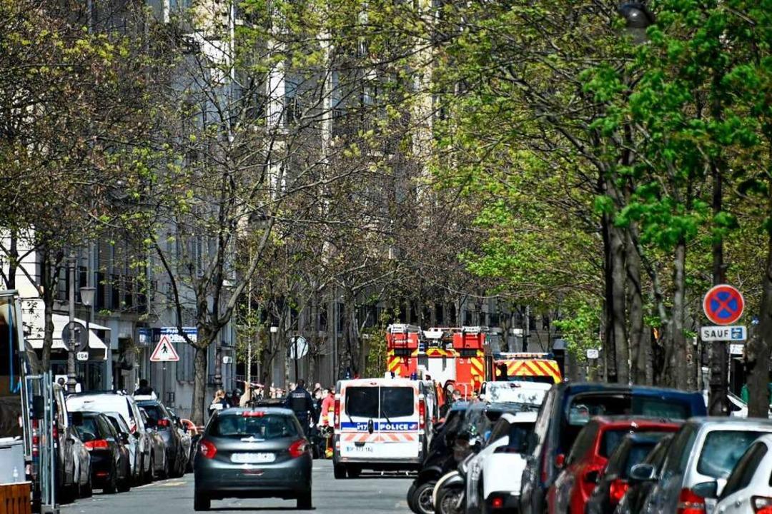 Polizei und Rettungskräfte eilten zum Tatort.  | Foto: ANNE-CHRISTINE POUJOULAT (AFP)