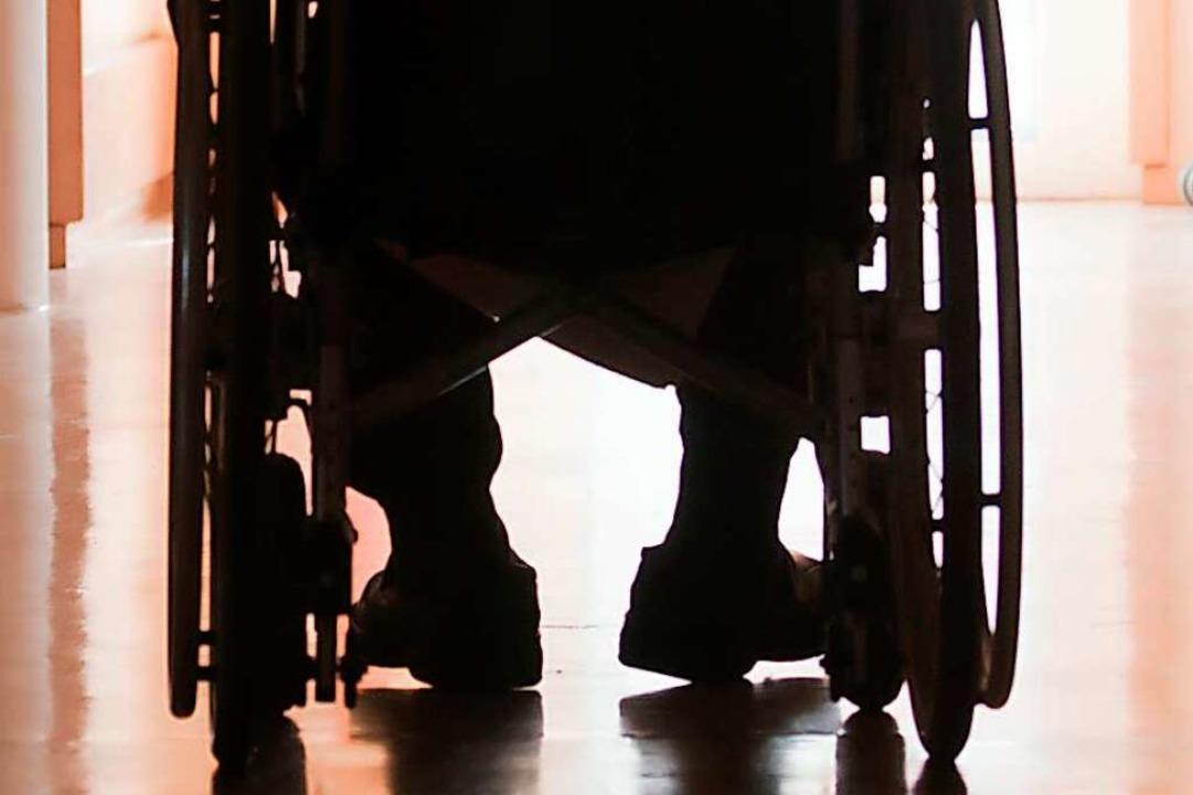 Ein Rollstuhlfahrer sah sich wüsten Beschimpfungen ausgesetzt.    Foto: Ingairis - stock.adobe.com