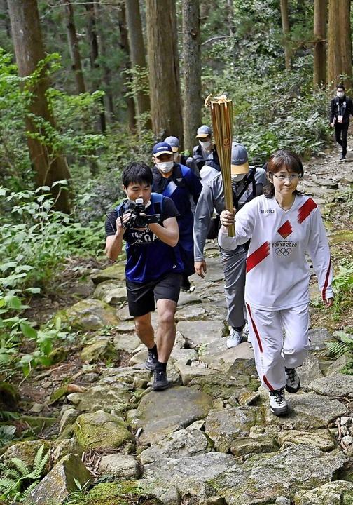 Fackellauf über einsame Bergpfade in der japanischen Präfektur Mie  | Foto: -- (dpa)