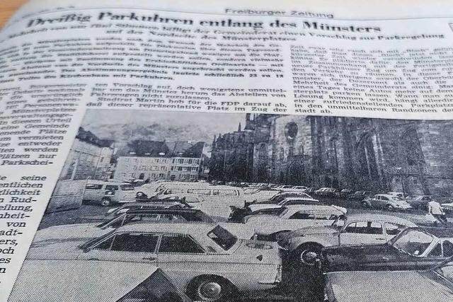 Über den zugeparkten Freiburger Münsterplatz wurde im Frühjahr 1971 heiß diskutiert
