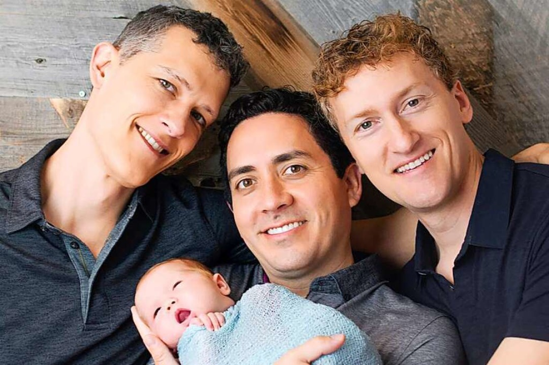 Von links nach rechts: Ian Jenkins, Al...es mit der damals neugeborenen  Piper.  | Foto: Sweet Me Photography (dpa)