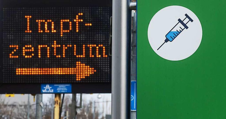 Eine Ringimpfung könnte das Eindringen...s dem benachbarten Ausland verhindern.  | Foto: Julian Stratenschulte (dpa)