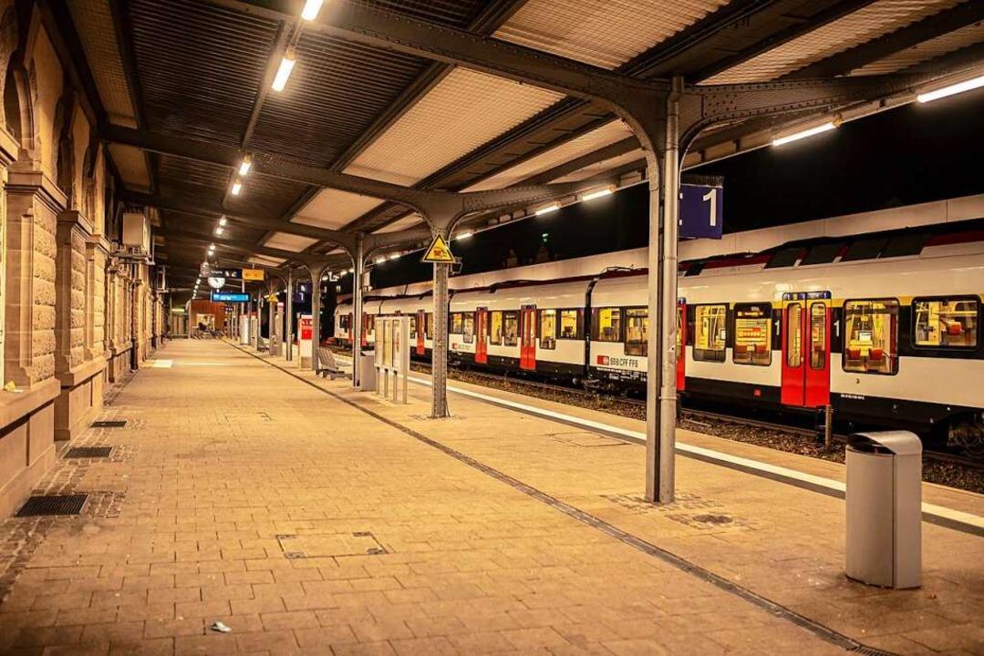 Der leere Lörracher Hauptbahnhof: Ob e...hängt von der weiteren Entwicklung ab.  | Foto: Jonas Hirt