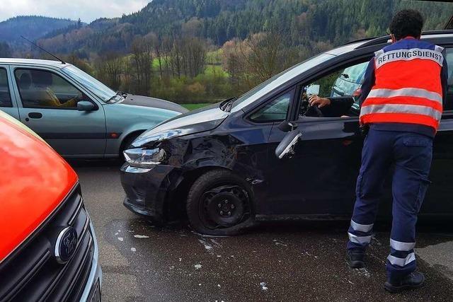 Nach einem Unfall in Kuhbach gab es am Montag Stau auf der B 415