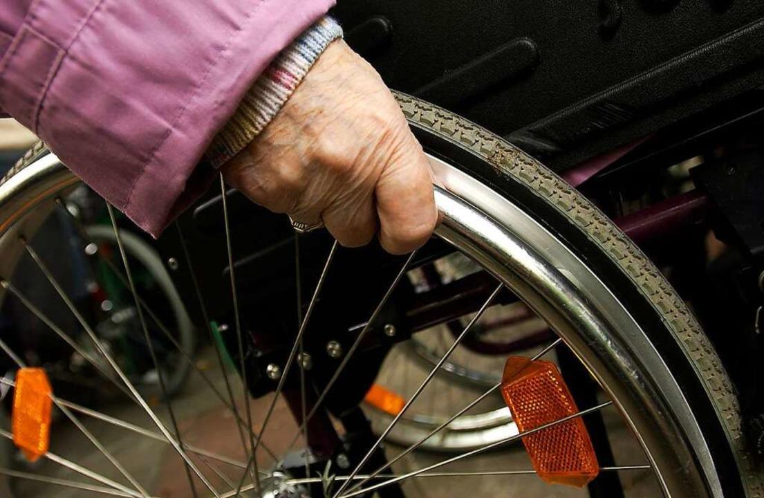 Ein angetrunkener Mann hat einer Rolls... den Geldbeutel gestohlen. Symbolbild.    Foto: Michael Hanschke