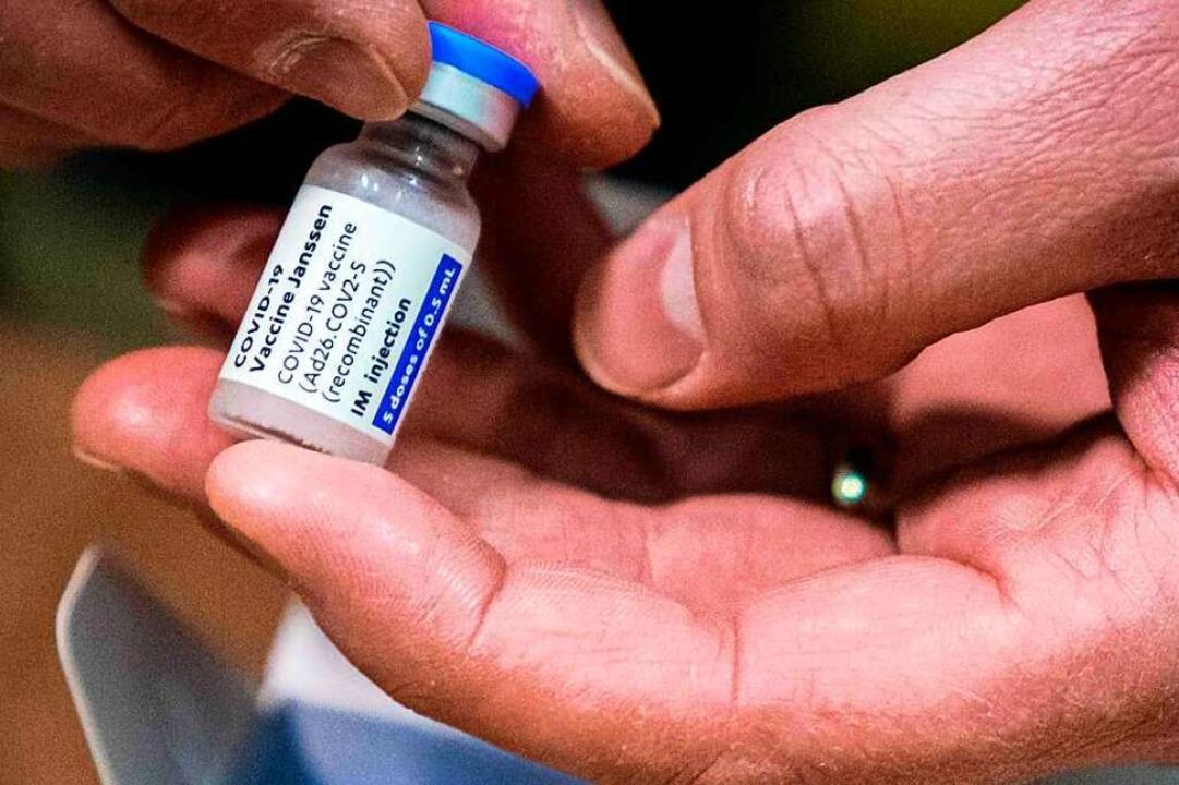 Bislang seien mehr als 6,8 Millionen D... braucht, in den USA gespritzt worden.  | Foto: ROB ENGELAAR (AFP)