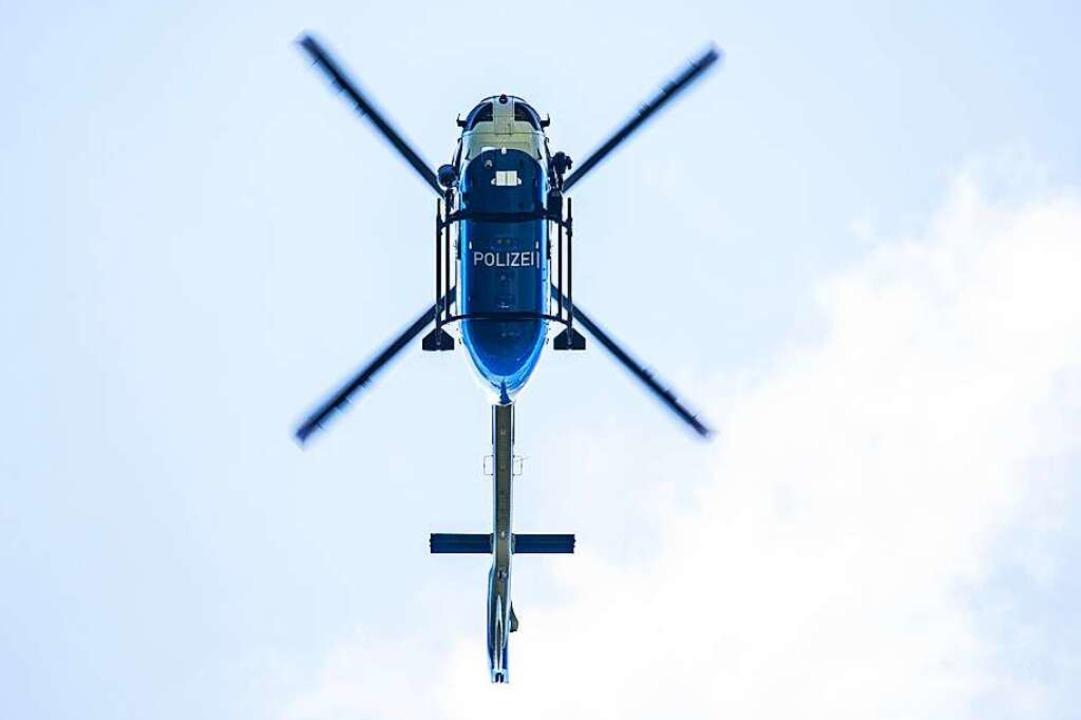 Die Polizei leitete nach eigenen Angab...chrauber kam zum Einsatz (Symbolbild).  | Foto: Philipp von Ditfurth (dpa)