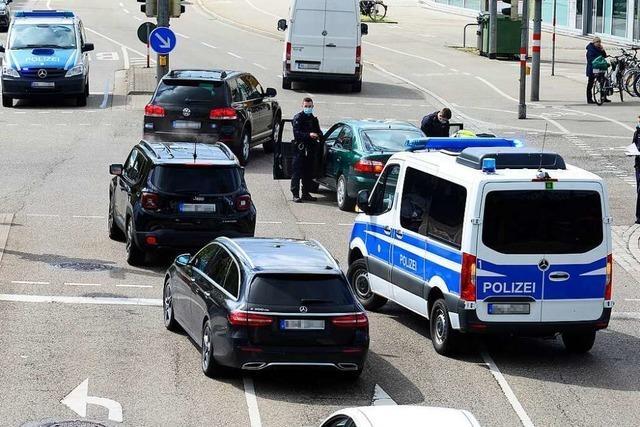 Langer Stau nach Verkehrsunfall vor dem Freiburger Busbahnhof