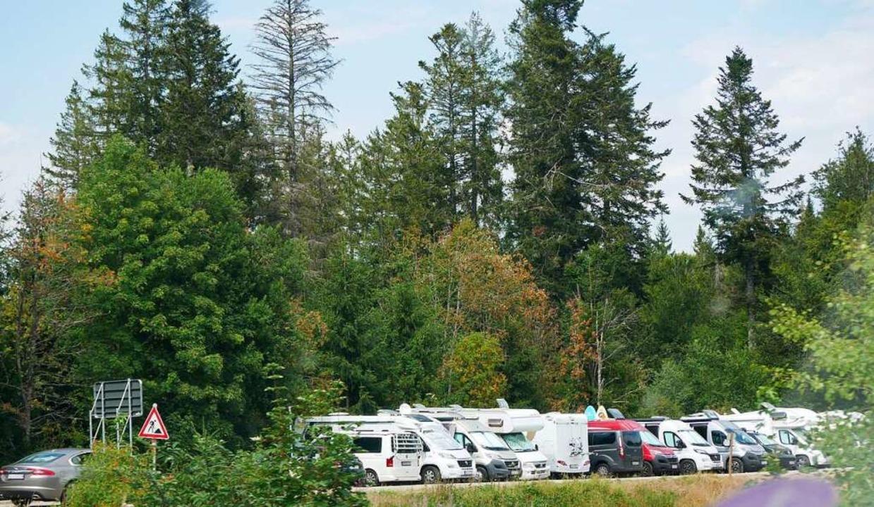 Dicht an dicht parkten Wohnmobile im Sommer und Herbst am Windgfällweiher.    | Foto: Eva Korinth