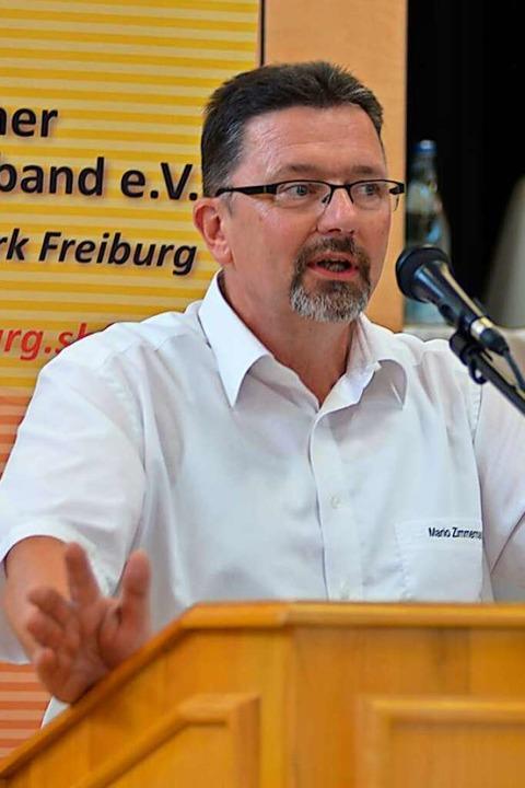 Mario Zimmermann, Jugendwart im Bezirk...kkehr auf den Platz bereits wieder zu.  | Foto: Matthias Kaufhold