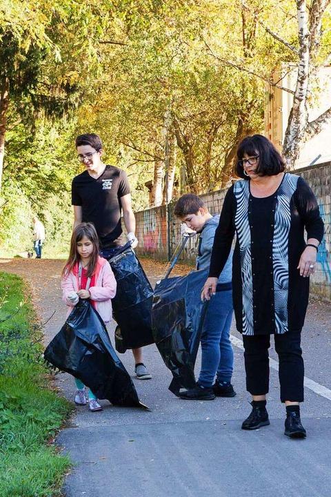 Stadtputzete 2017: Damals gingen Kinde...nd am Stadtrainsee Müll einzusammeln.   | Foto: Photographer: Gabriele Zahn