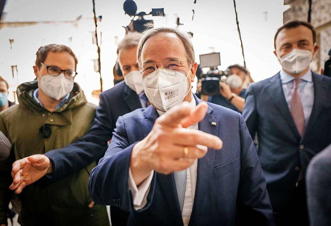 Gut gelaunt wie meistens kommt Armin L...itzung der CDU/CSU-Bundestagsfraktion.  | Foto: Michael Kappeler (dpa)