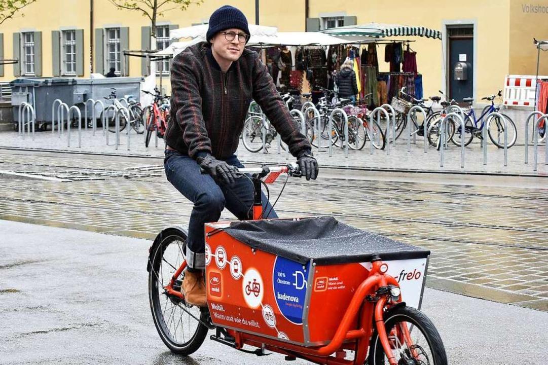 Der Autor beim Selbstversuch mit dem E-Lastenrad des Frelo-Verleihs  | Foto: Michael Bamberger