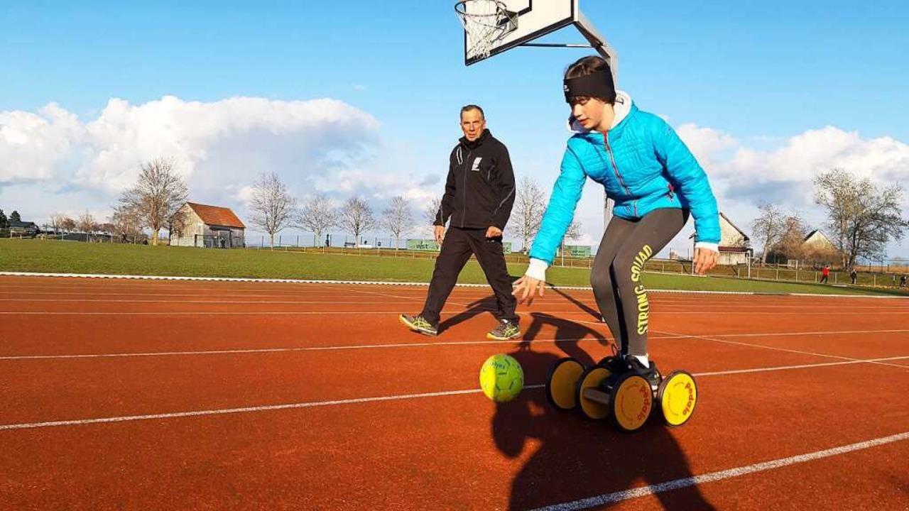 Gleichgewichtsübung:  Ronja  Ganter (1...ffingen ganz entspannt Haltungsnoten.   | Foto: Johannes Bachmann