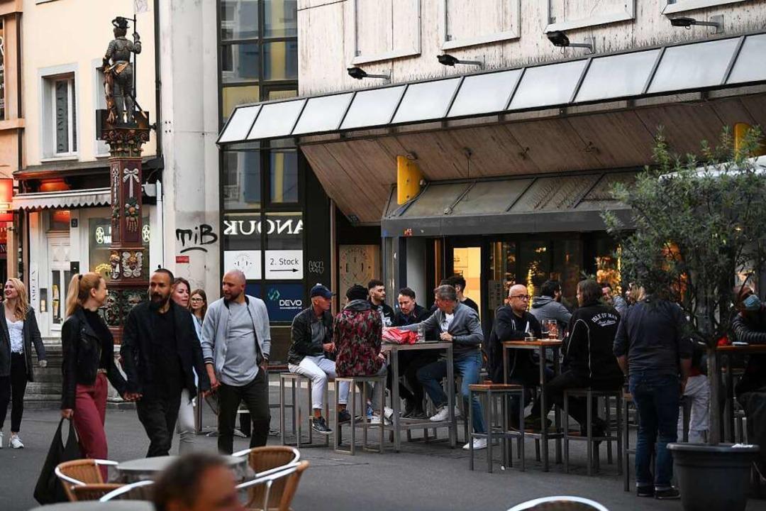 Szenen aus Basel aus dem Sommer 2020: ...stronomie in der Schweiz wieder öffnen    Foto: Juri Junkov
