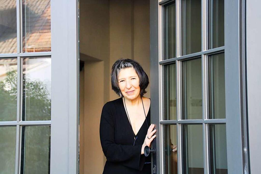 Gabriela Stellino freut sich auf den M... Atelierhaus in Riegel empfangen kann.  | Foto: Christiane Franz