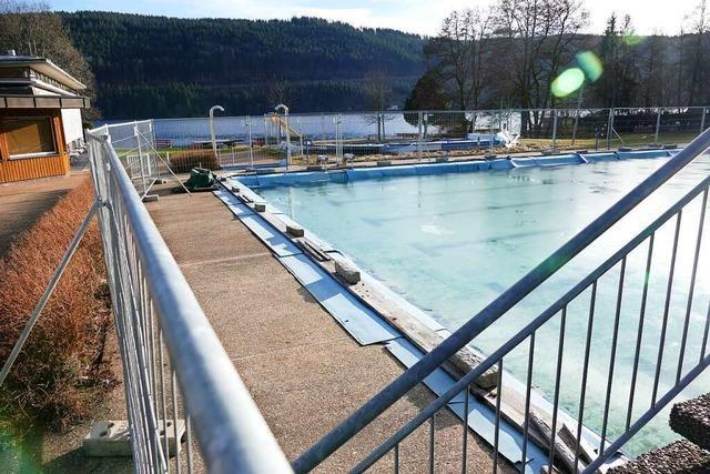 Schwimmbecken wird mit Sand verfüllt – und so zur Kulturfläche
