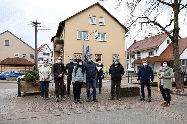 Storchenpaar in Zunsweier: Hartnäckige Nestbauer dürfen bleiben