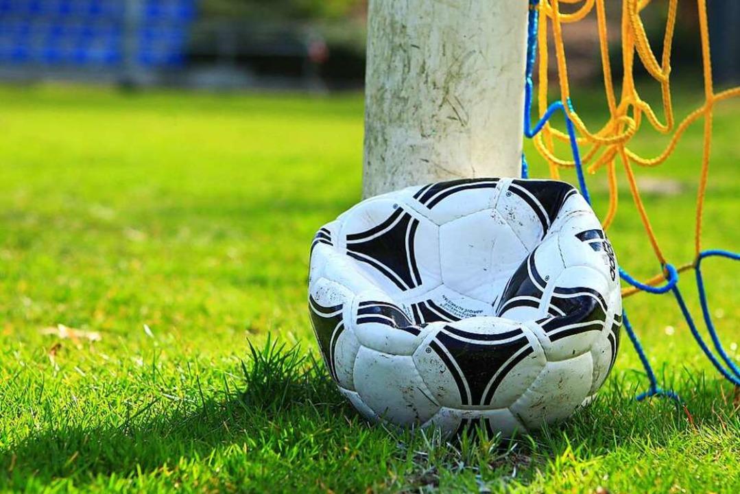 Die Luft ist raus. Doch König Fußball ...Und er wird wiederkommen. Versprochen.  | Foto: HANNO BODE via www.imago-images.de