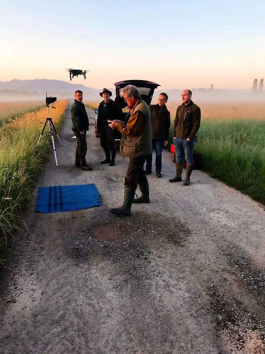 Früh morgens, wenn die Wiesen noch küh...ägervereinigung Offenburg auf Spenden.  | Foto: Jägervereinigung Offenburg