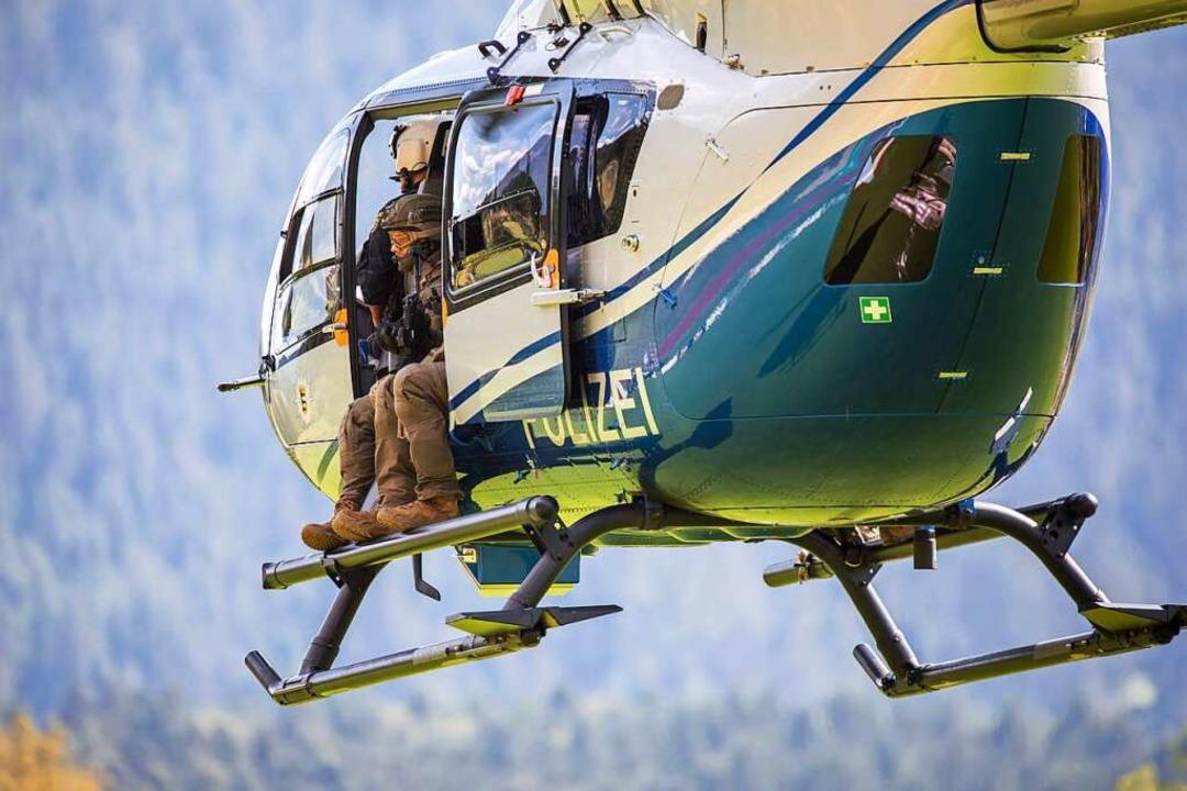 Das Spezialeinsatzkommando wurde per H... nach Schallbach geflogen (Symbolbild)    Foto: Philipp von Ditfurth (dpa)