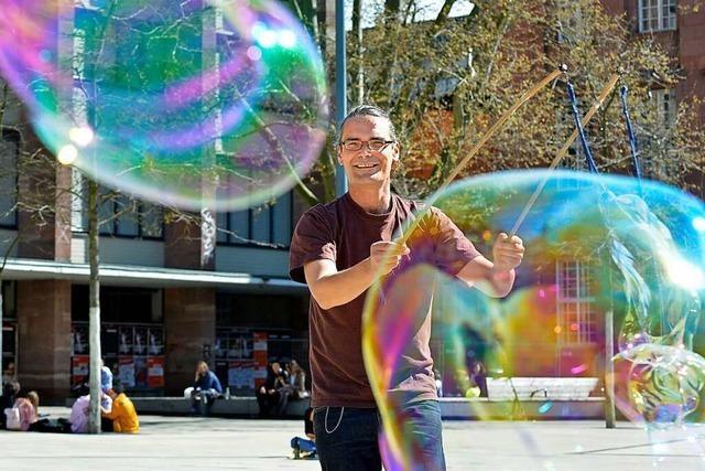 Manuel Maier ist seit November täglich als Seifenblasenkünstler in Freiburg aktiv