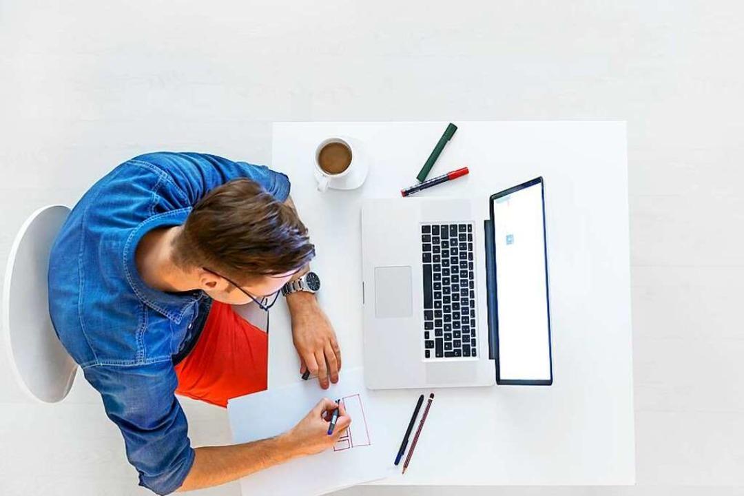 Mehr als einen Schreibtisch und einen ...ht es manchmal nicht als Arbeitsplatz.  | Foto: ©StockRocket  (stock.adobe.com)
