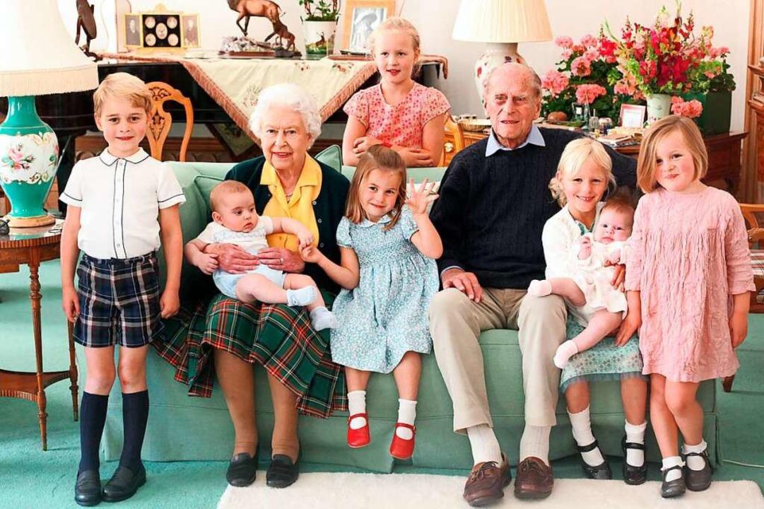 Königin Elizabeth II. und ihr Mann Pri...ie Lena Tindall hält, und Mia Tindall.  | Foto: The Duke and Duchess Of Cambridg (dpa)