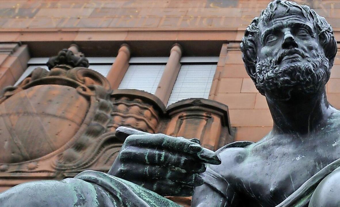 Das Sinnbild studentischen Lernens an ...niversität: die Statue von Aristoteles    Foto: Ingo Schneider