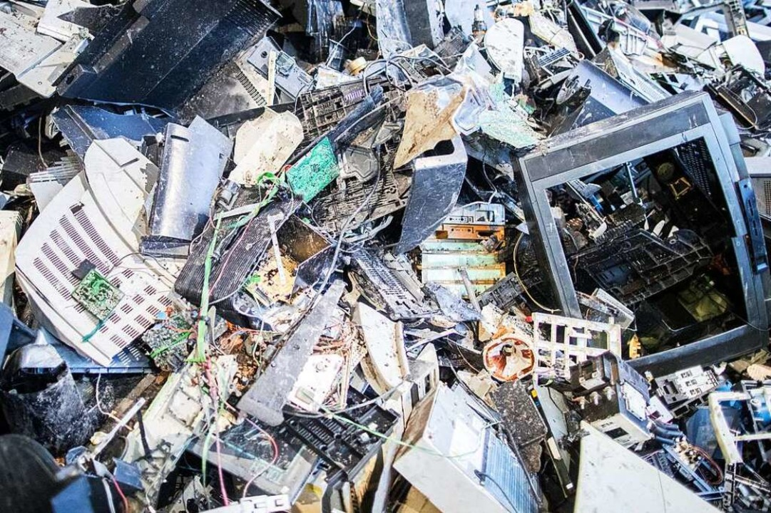 Elektroschrott kann man beim Recyclinghof oder bei vielen Händlern abgeben.  | Foto: Marcel Kusch