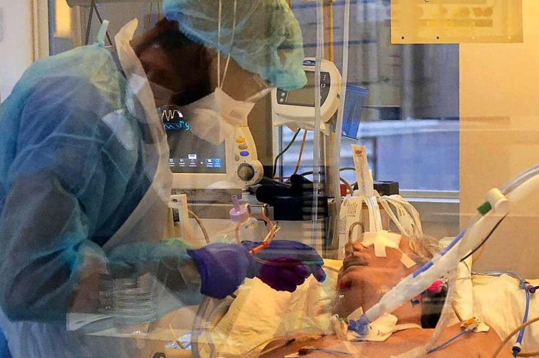 Frankreich verzeichnet nach wie vor viele Covid-19-Patienten .  | Foto: Francois Mori (dpa)