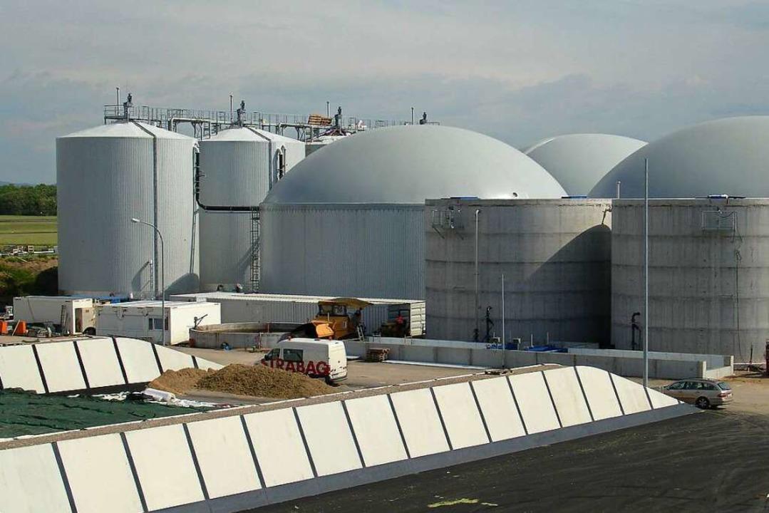 Die Badenova-Anlage im Gewerbepark Bre...nd Pflanzenreste zu Biogas und Dünger.  | Foto: Badenova