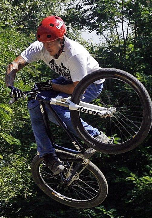Sind die Hügel in Oberweier zu klein für die BMX-Radsportler?    Foto: Heidi Foessel