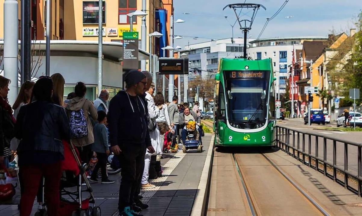Rollstuhlfahrer kommen hier ohne Probl...rne zwischen Gleis und Bahnsteigkante.  | Foto: Jonas Schwarzwälder