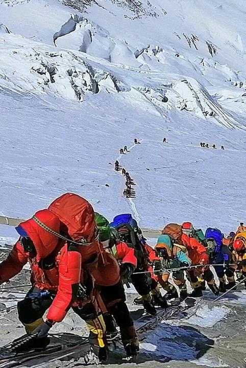 Bergsteiger am Mount Everest  | Foto: Rizza Alee (dpa)