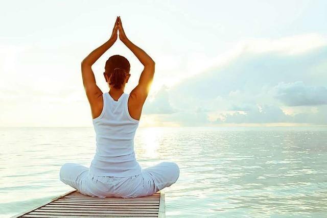 8 Yoga-Übungen für's Homeoffice, die den Rücken entzücken