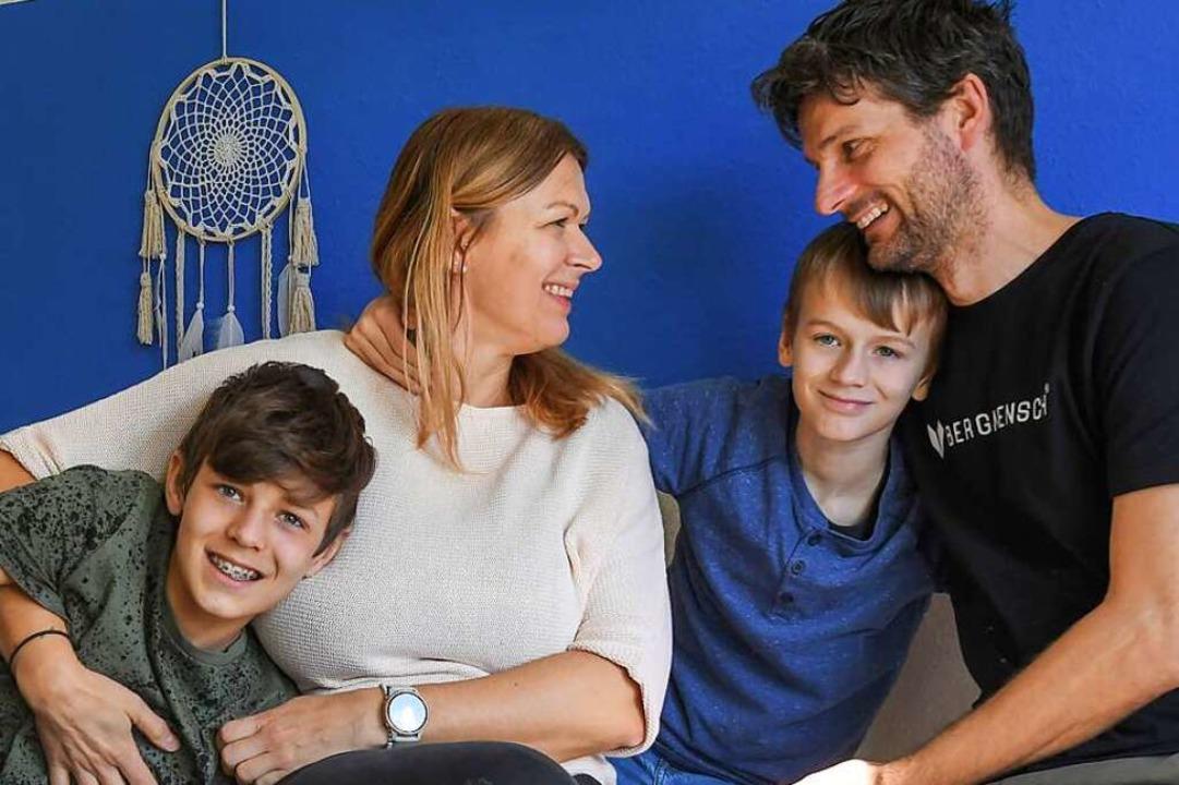 Barbara und Filip Kieffer mit ihren Söhnen Jan (links) und Felix.  | Foto: Winfried Rothermel