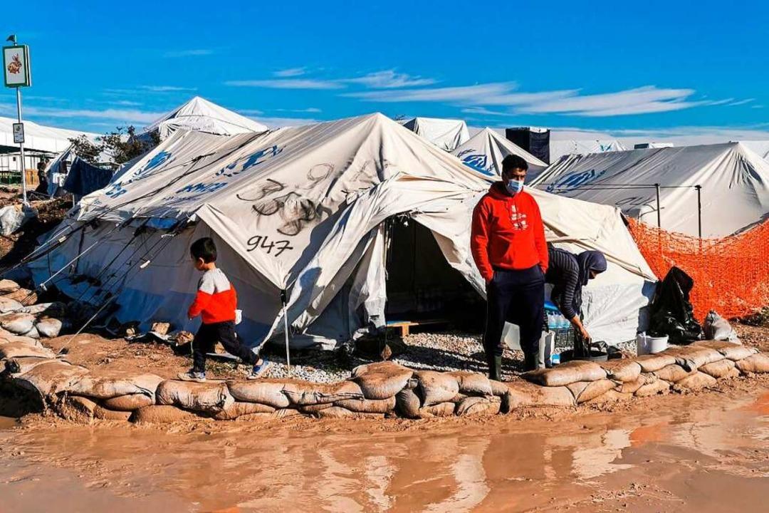 Das Flüchtlingslager Kara Tepe auf Les...rde nach dem Brand in Moria aufgebaut.  | Foto: ANTHI PAZIANOU (AFP)