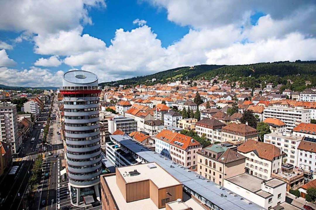 Abseits der Massen: La Chaux-de-Fonds ... die höchstgelegeneStadt der Schweiz.  | Foto: Christof Sonderegger (dpa)