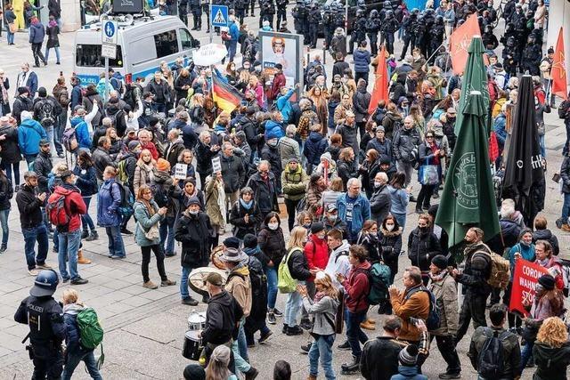 Trotz Verbots erneut Protest gegen Corona-Maßnahmen in Stuttgart