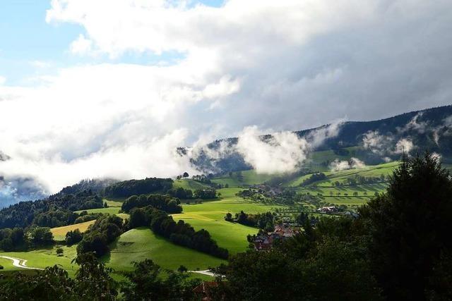 Tiefe Wolken über dem Zastlertal bei Oberried