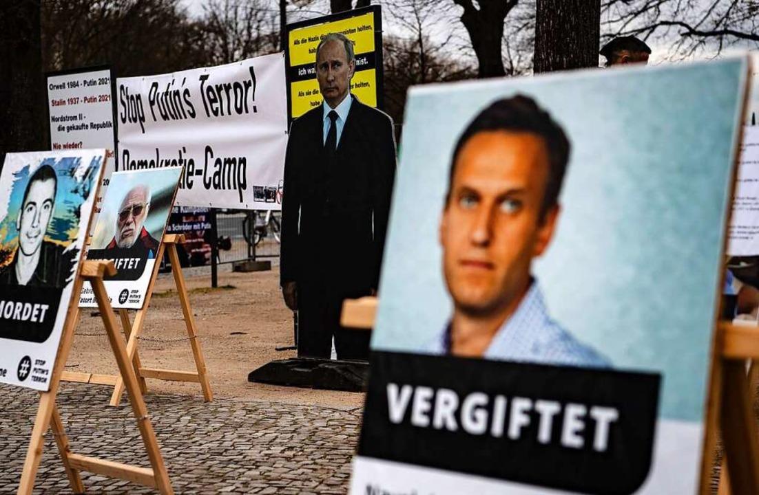 """Stoppt Putins Terror"" ste...er vergangene Woche in Berlin zeigten.  | Foto: Paul Zinken (dpa)"