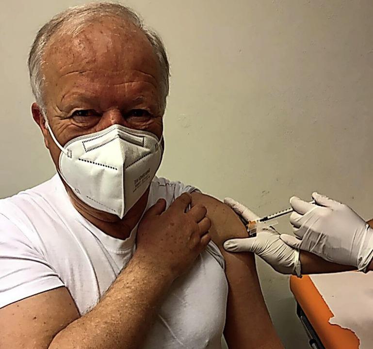 Peter Weiß bei der ersten Impfung  | Foto: Büro Peter Weiß