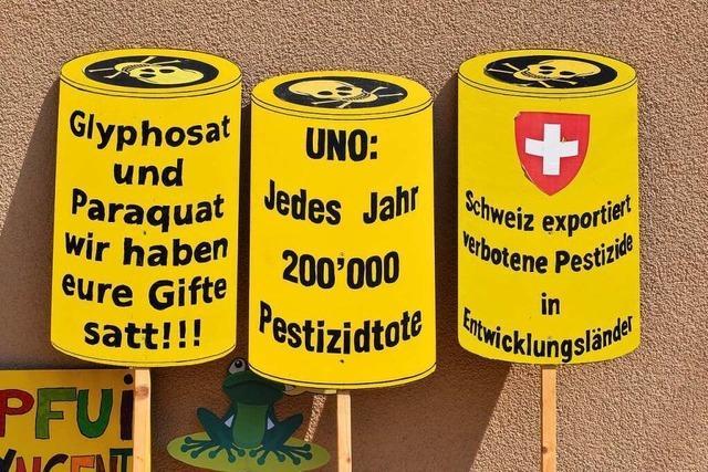 Protestmarsch in Basel gegen das Pestizidgeschäft von Syngenta/Bayer